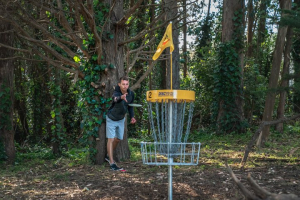 Disc golf putting from inside circle 1