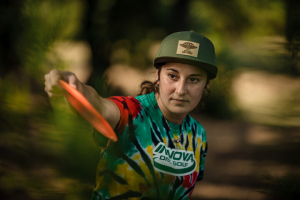 Team Innova member Jessica Weese displaying power disc golf grip.